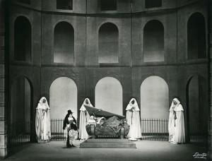 """""""Dom Juan ou le festin de Pierre"""", acte V, scène 7 : Sganarelle : """"Voilà, par sa mort, un chacun satisfait"""".  Cote BIU Lsh : RTC 10/5"""